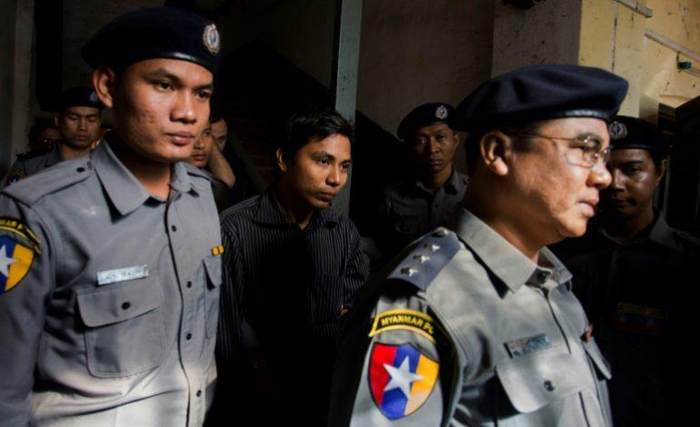 Deux journalistes de Reuters arrêtés pour une enquête sur un massacre de Rohingyas en Birmanie
