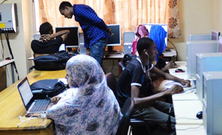 Les Civic techs : l'Etat sénégalais et les Réseaux numériques» à lUniversité Gaston Berger