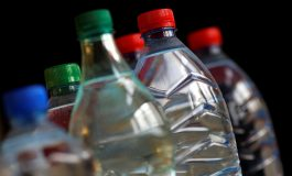 L'eau en bouteille de plusieurs marques contaminée par des particules de plastique