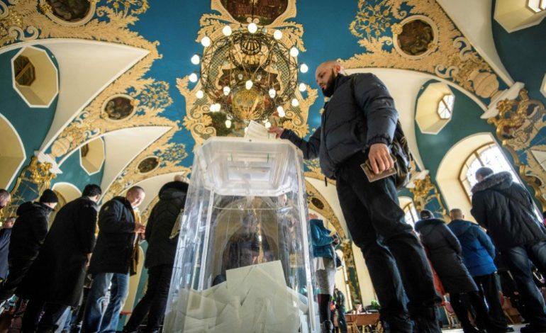L'opposition et des ONG dénoncent des milliers d'irrégularités en Russie