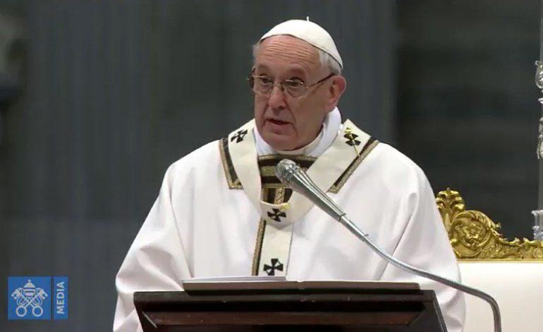 Le pape François critique la liberté sans contraintes devant 70.000 jeunes