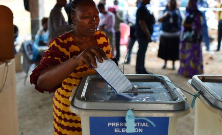 L'opposition en tête de la présidentielle au Sierra Leone, le second tour prévu le 27 mars