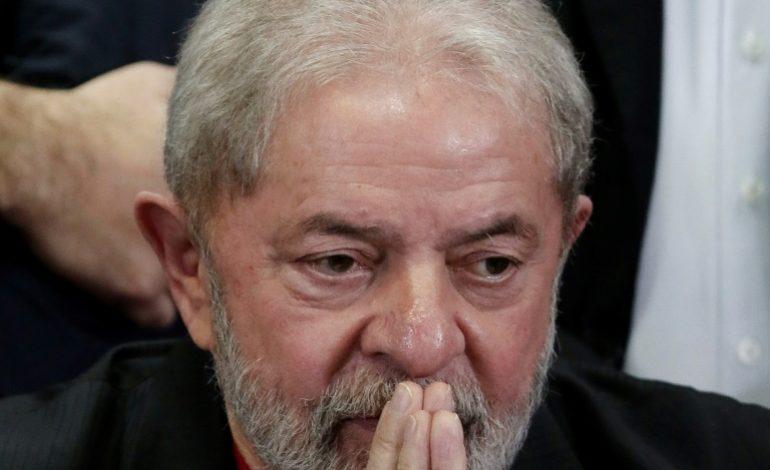Le parti de Lula (PT) va «lutter par tous les moyens» pour sa candidature après sa disqualification
