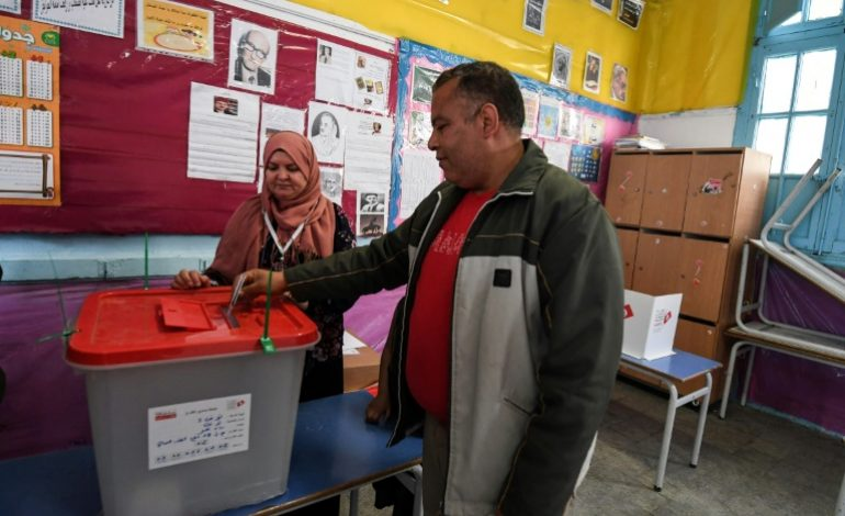 Pour la première fois en Tunisie, policiers et militaires peuvent voter