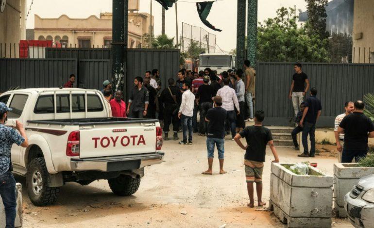 Attentat suicide meurtrier de l'EI contre la commission électorale en Libye, 12 personnes tuées