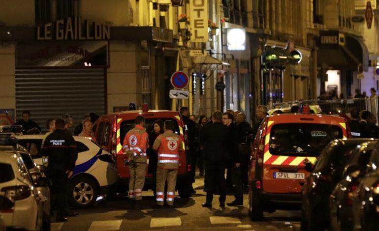Un homme armé d'un couteau tue une personne à Paris et en blesse quatre avant d'être abattu