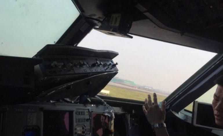 La vitre du cockpit d'un Airbus A318, reliant Chongqing à Lhassa explose en vol et blesse le copilote