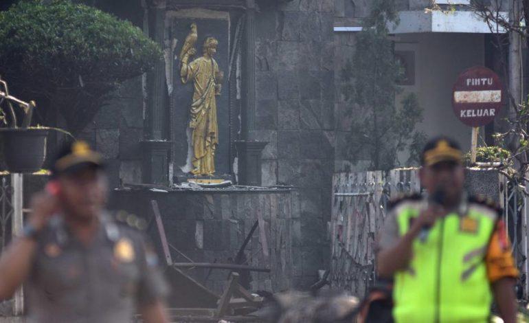 Neuf morts dans des attaques contre des églises indonésiennes
