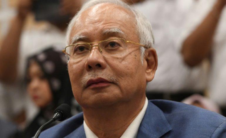 Najib Razak, interdit de voyager, abandonne ses fonctions politiques en Malaisie