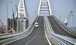 Vladimir Poutine traverse le nouveau pont reliant la Russie à la Crimée