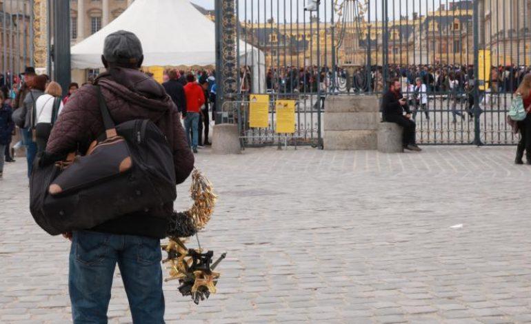 A Versailles, les vendeurs à la sauvette en deuil après la mort de Ismaëla Deh