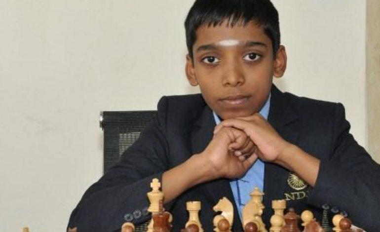 À douze ans, Rameshbabu Praggnanandhaa, un jeune Indien devient grand maître des échecs