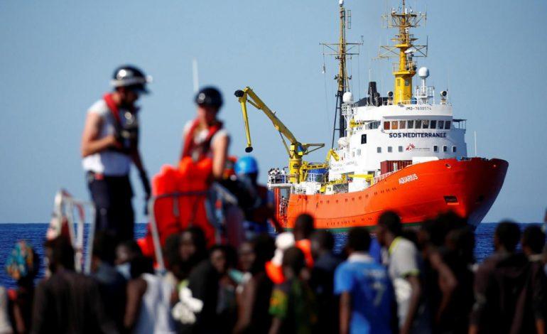 Les migrants de l'Aquarius, entre terreur et soulagement: «Merci Europe de nous laisser entrer