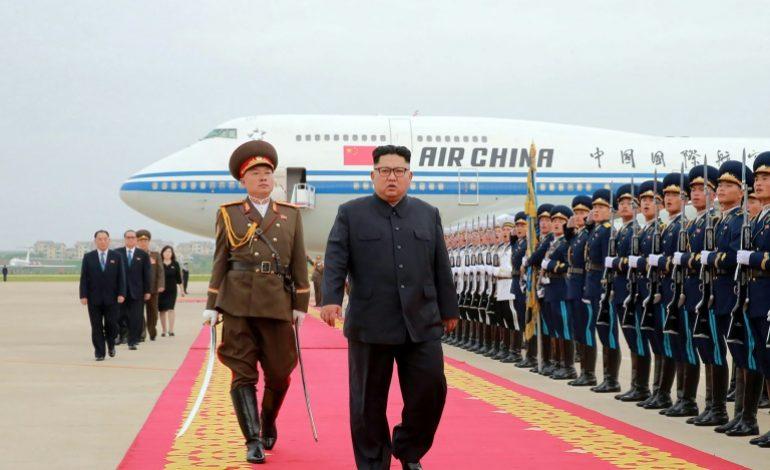 Kim Jong Un reçu par Xi Jinping à Pékin, après son sommet avec Trump
