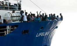 Le navire Lifeline attend en mer avec 230 migrants une solution diplomatique
