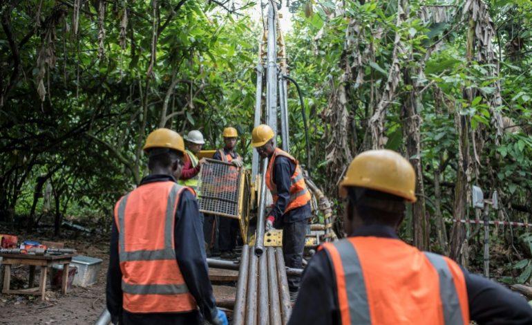 Chercher de l'or dans l'espoir de sortir du tout pétrole au Nigéria