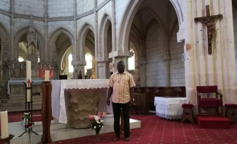 Après sept ans passés en Berry, le père Bassène s'apprête à rentrer au Sénégal