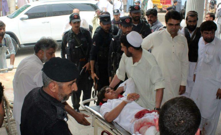 Au moins 128 personnes tuées dans un attentat au Pakistan, un candidat aux élections tué