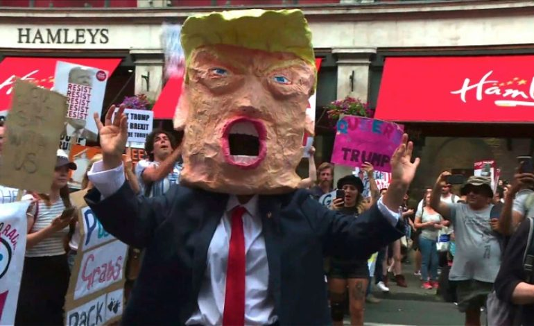 Des milliers de personnes défilent à Londres pour dire stop à Donald Trump