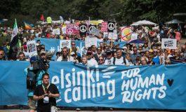 Des milliers de manifestants à Helsinki avant le sommet Donald Trump-Vladimir Poutine