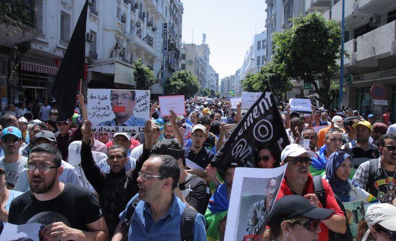 Des milliers de personnes marchent en solidarité avec les meneurs d'un mouvement de contestation au Maroc