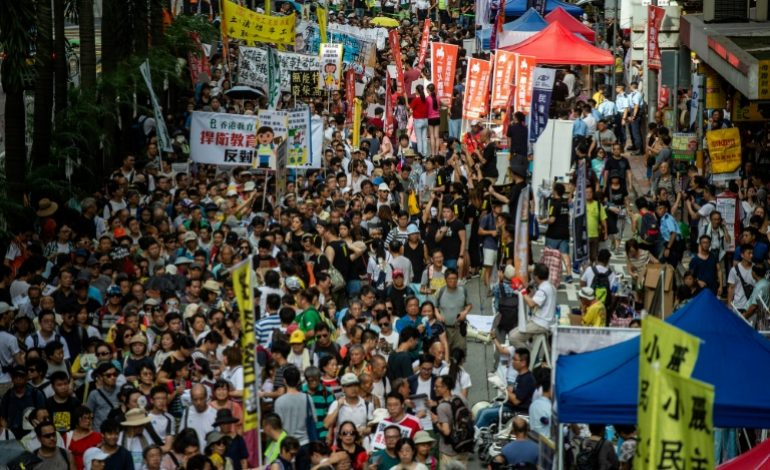 Des milliers de manifestants à Hong Kong malgré la pression croissante des autorités