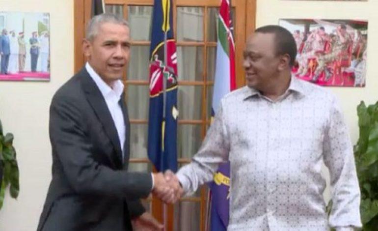 En visite au Kenya, Barack Obama visite sa famille et inaugure un centre de jeunesse