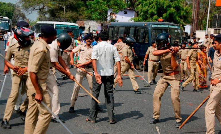 Manifestations contre les prix des carburants en Inde