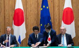 """Dans un """"message"""" à Donald Trump, l'Union Européenne et le Japon signent un vaste accord commercial"""