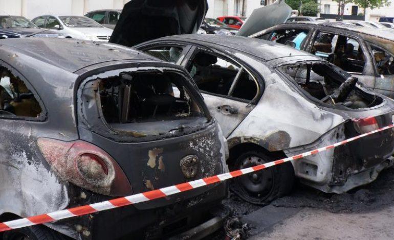 Fête du 14 juillet en France: 845 voitures brûlées et 508 personnes gardées à vue