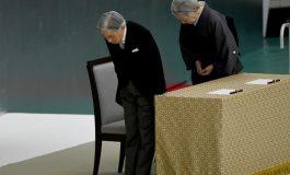 """Le Japon commémore la fin de la seconde guerre mondiale, Akihito exprime des """"remords"""""""