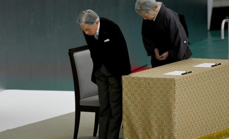Le Japon commémore la fin de la seconde guerre mondiale, Akihito exprime des «remords»