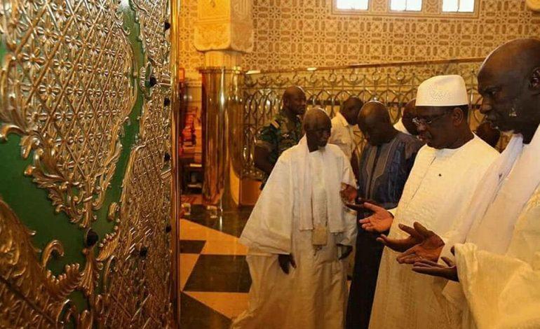 Macky Sall reçu par Serigne Mountakha Mbacké
