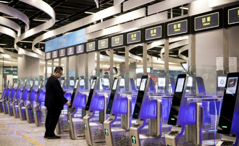 Hong Kong ouvre la gare controversée de Kowloon pour relier la Chine