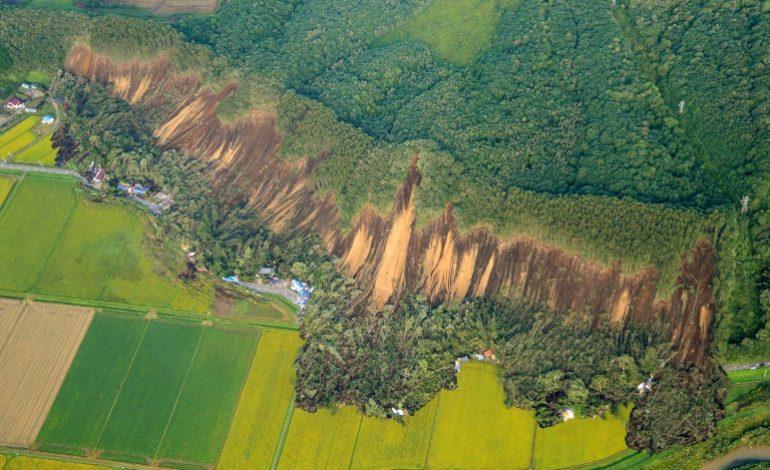9 morts et une trentaine de disparus après d'énormes glissements de terrain au Japon