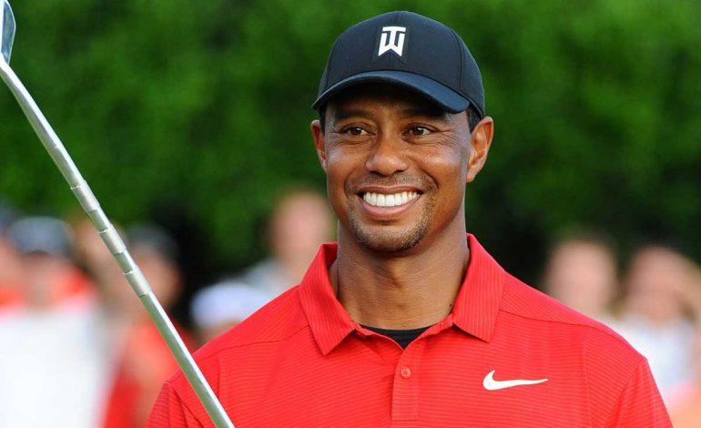 11 ans après, Tiger Woods remporte le Masters d'Augusta de golf, un titre du grand chelem