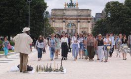 Saisie de vingt tonnes de tours Eiffel miniatures à Paris