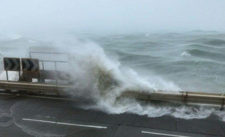 Le typhon Mangkhut sème le chaos à Hong Kong, 30 morts aux Philippines