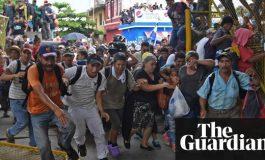 """Une """"caravane"""" de migrants honduriens force la frontière Guatemala-Mexique"""