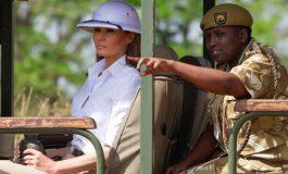 Le casque colonial de Melania Trump, en visite au Kenya, indigne les internautes