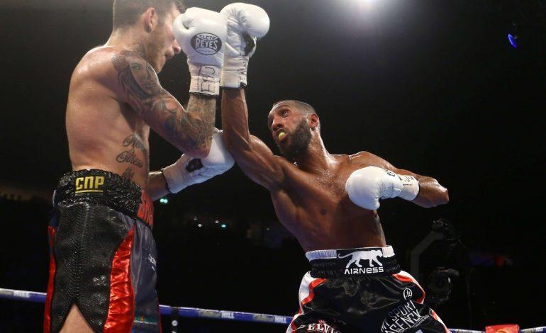 Mohamed Mimoune face à Franck Petitjean en championnat du monde WBA des lourds-légers à Dakar