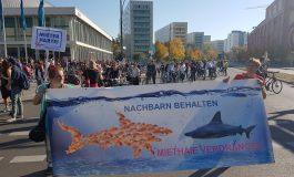 Mobilisation massive contre le racisme dans les rues de Berlin