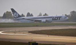 Les passagers du vol Pékin-Varsovie se cotisent pour changer une pièce sur leur avion Dreamliner en panne
