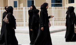 """""""Abaya à l'envers"""": des Saoudiennes lancent une protestation contre l'abaya"""
