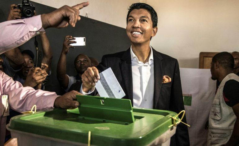 Andry Rajoelina et Marc Ravalomanana au coude à coude dans la présidentielle Malgache
