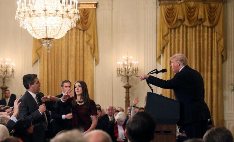 Après son altercation avec Donald Trump, Jim Acosta, le reporter de CNN perd son accréditation à la Maison Blanche