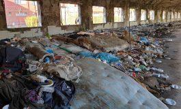 La police italienne évacue une ancienne usine occupée par des migrants dont des Sénégalais