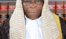 Le gouvernement nigérian demande la suspension du président de la Cour suprême pour fraude