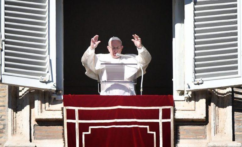 Ne pensons pas que la politique soit réservée aux seuls gouvernants déclare le Pape François