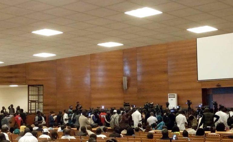 Le Sénégal retient son souffle dans l'attente du verdict de Demba Kandji